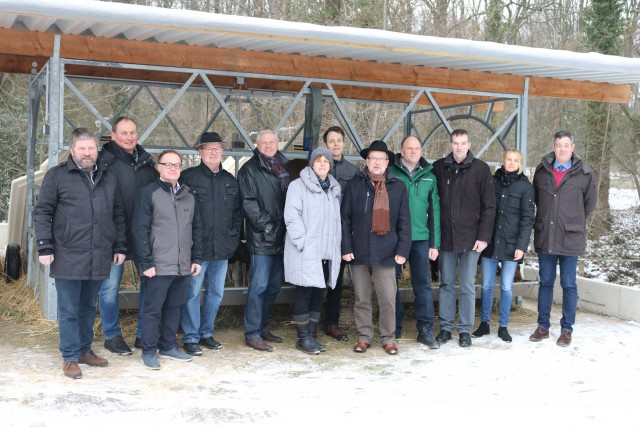 Landrat Dr. Müller (5. v. r.) und Vorstandsmitglied Helmut Czichy (5. v. l.) mit der Delegation der Kreisbauernschaft Wesel unter dem neuen Vorsitzenden Johannes Leuchtenberg (3. v. r.) und Dr. Franz-Josef Stork (1. v. l.) (Quelle: Rheinischer Landwirtschafts-Verband)