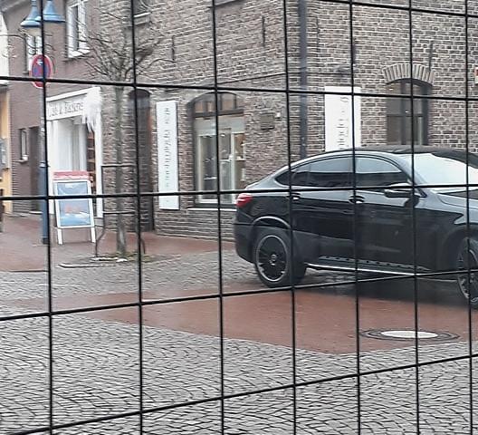 Falschparker auf der Mittelstrasse in Schermbeck