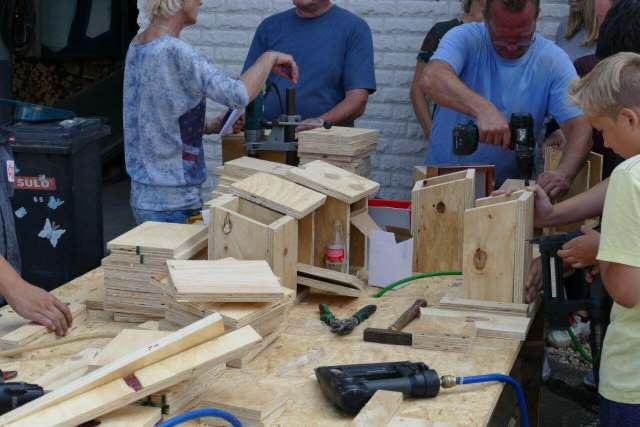 Schermbecker bauen Nistkästen