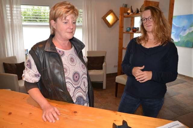 Anja Pallinger. Trost vor der Einäscherung des hundes