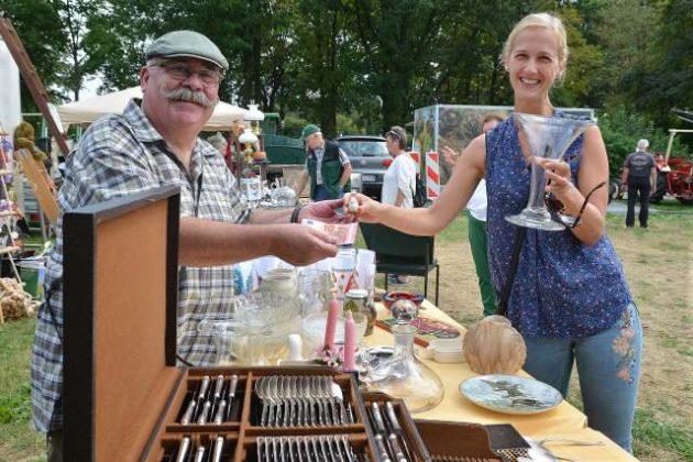 Trödelmarkt Landfrauen Damm-Bricht