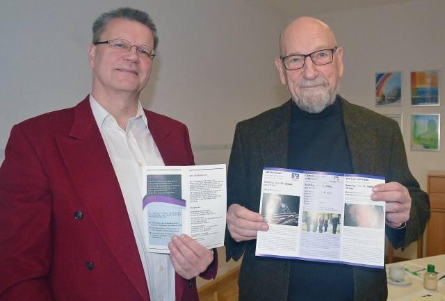Volker Franken und Wolfgang Bornebusch (r.) von der Diakonie Stiftung