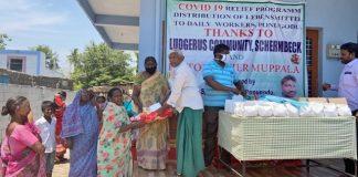 Lebensmittelausgabe in Ponogudu Indien St. Ludgerus Schermbeck