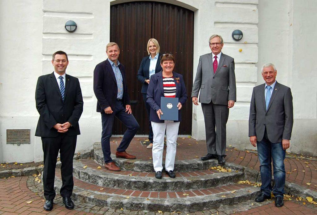 Verdienstkreuz-für-Hildegard-Franke-Schermbeck