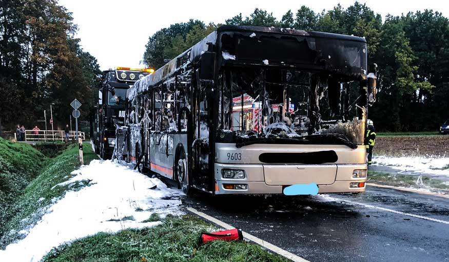 Bus brannte völlig aus