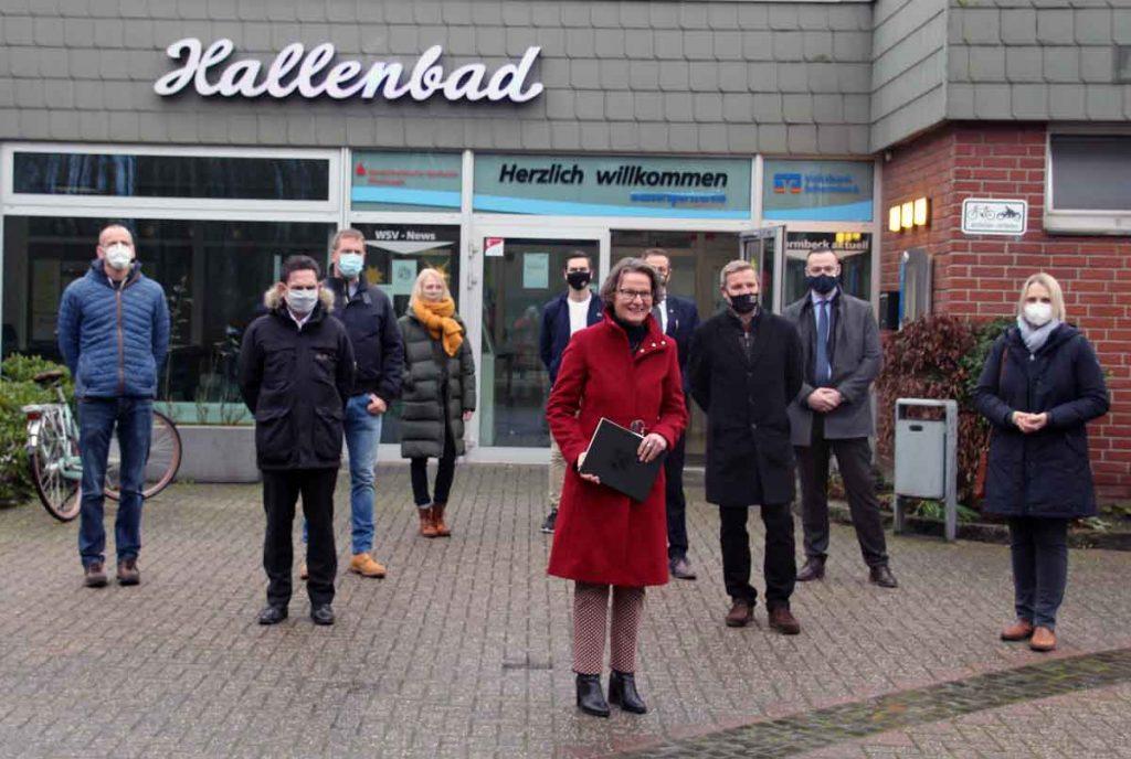 Charlotte-Quik-und-Ina-Scharrenbach-in-Schermbeck