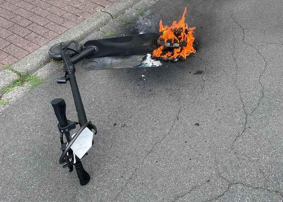 E-Scooter-steht-in-Flammen-Feuerwehr-Schermbeck