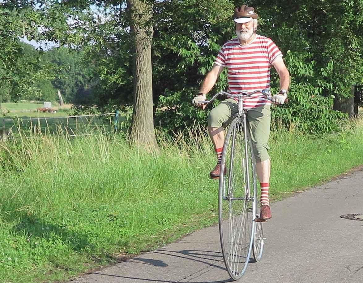 Ehemaliger-Rennfahrer-Christoph-Dorr-ist-zu-einem-Hochrad-Fan-geworden