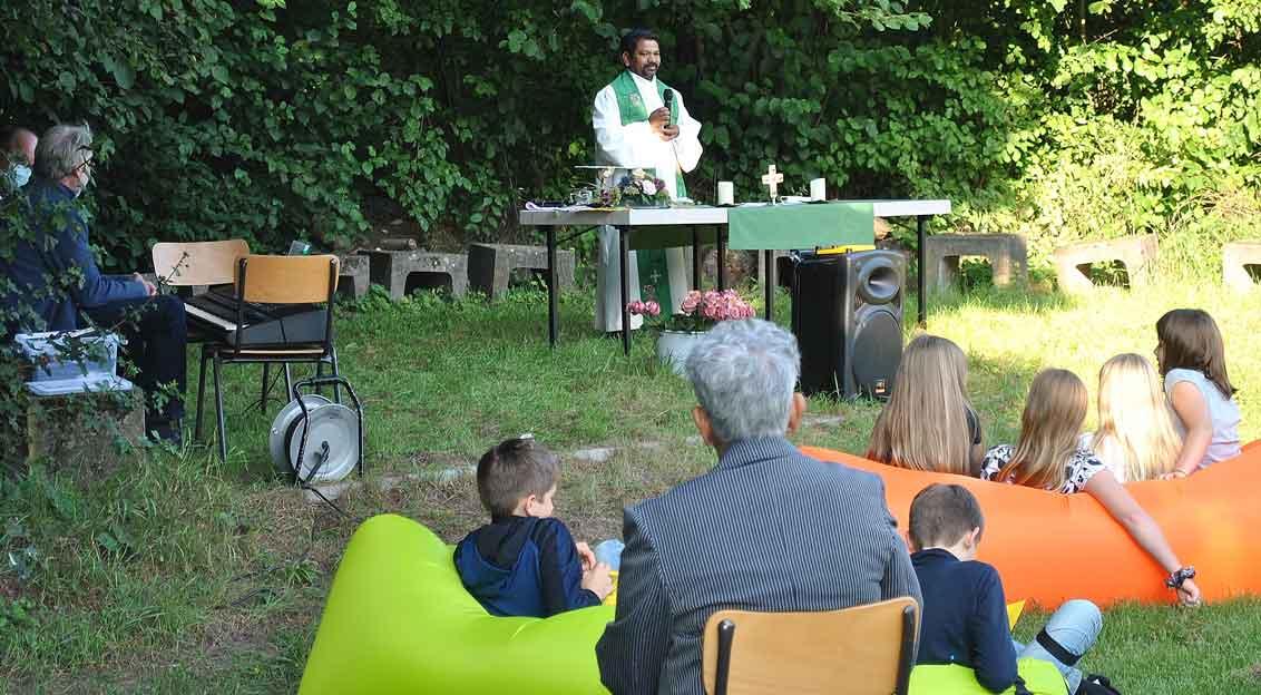Pfarrer-Xavier-Muppala-Open-Air-Gottesdienst-Schermbeck-Pfadfinderheim