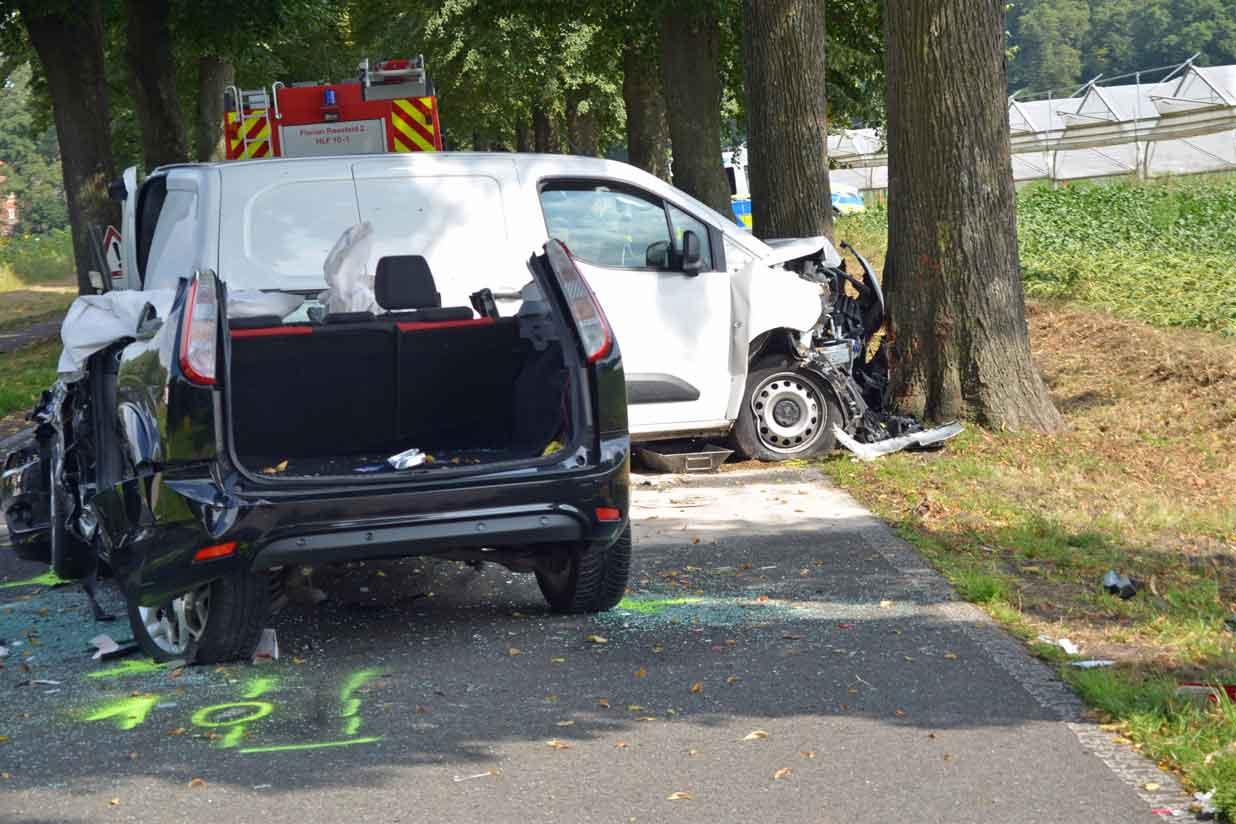 Unfall-drei-Personen-verletzt-Rhader-Strasse